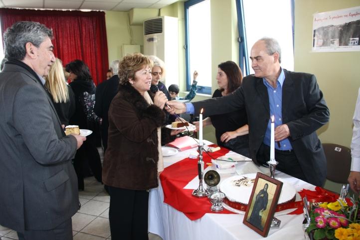 Η Πρόεδρος του Συλλόγου Δαμουλιανάδων κ Ασλάνη Ζαφειράτου Γεωργία  με τον δημοτικό Σύμβουλο Πετρούπολης κ. Απολλωνάτο