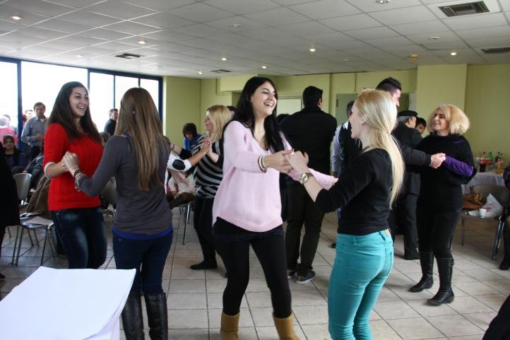Οι νέοι μας χορεύουν . για μία ακόμα φορά ήταν κοντά μας.
