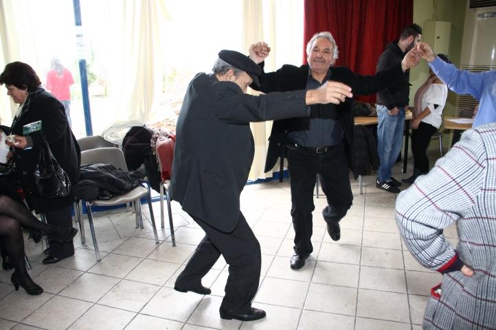 Ο Μαρούλης Αλέκος και Στέλιος χορεύουν μπάλο