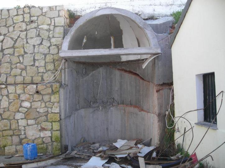 Στο εικονοστάσι που φτιάχνει το Ε.Σ στην Βάση του τοιχίου θα τοποθετηθεί  η Εικόνα της Παναγίας που βρέθηκε στα θεμέλια του τοιχίου