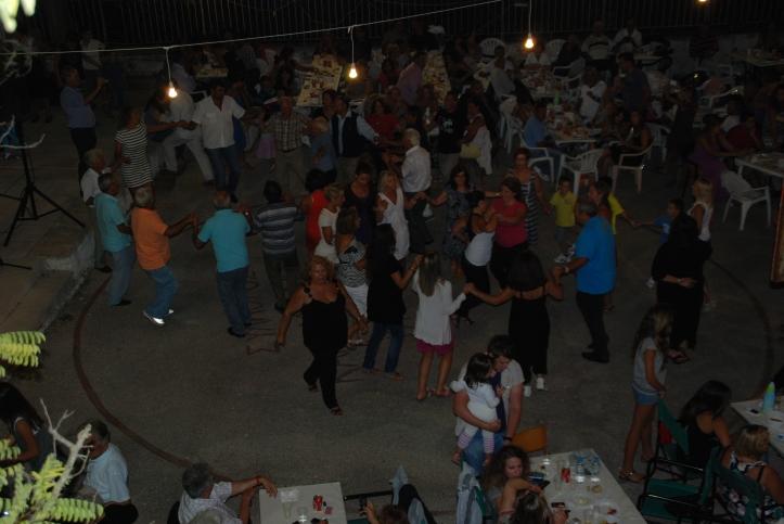 2011-08-16-συνεστιαση-3-χορος (7)