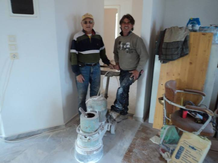 2014-11-11 εργα στο Κελι-Μπαμπης-Γερασιμος