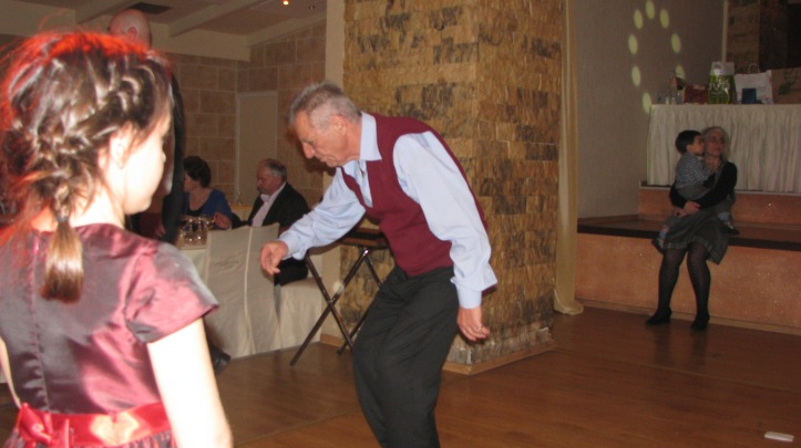 4-χορος (96)