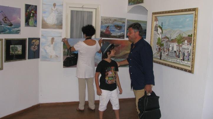 2015-08-08 εκθεση ζωγραφικης Κελι Καμιναρατα (25)