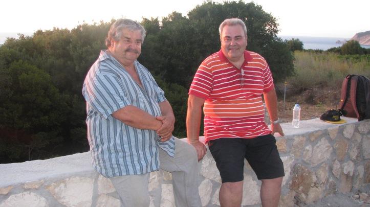 Ο Θοδωρής και ο Κυριάκος περιμένουν με αγωνία την Ριγανάδα τους