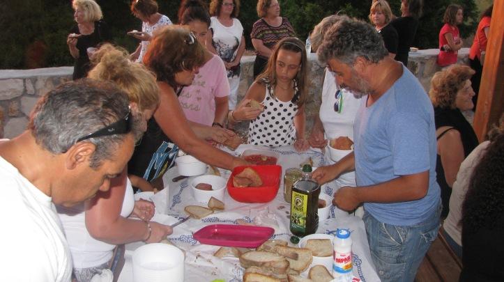 Ο Γρηγόρης ο Κώστας η Ειρήνη ο Ζαχαρίας ήταν οι πρωτεργάτης στην ποιο νόστιμη ριγανάδα που έχουμε γευθεί.
