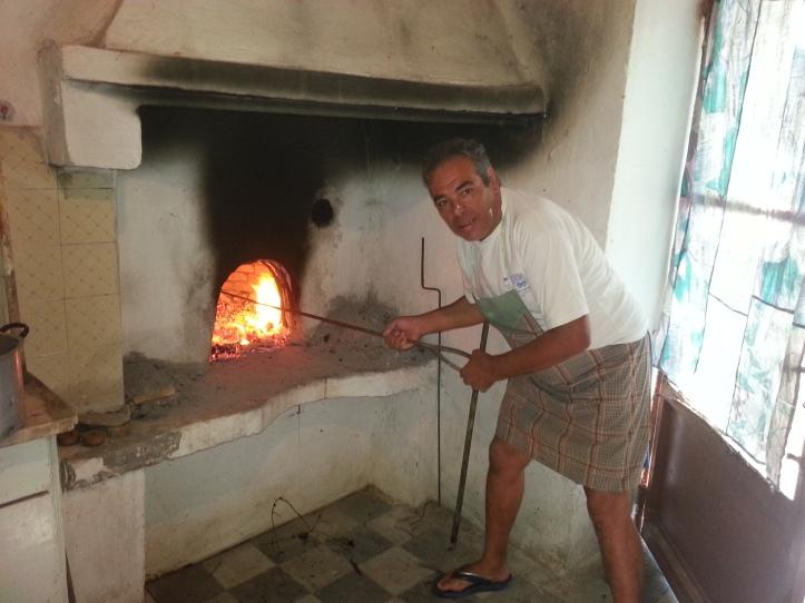 ο Κώστας καίει τον Φούρνο