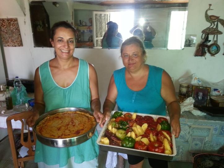 Δεν ήταν δυνατό να πάει χαμένει τέτοια ευκαιρία    έτσι ένα ταψί Μπακαλιαρόπιττα και ένα ταψί παραδοσιακά γεμιστά από την Ναταλία ήταν έτοιμα σε ελάχιστο χρόνο και μπήκαν στον φούρνα