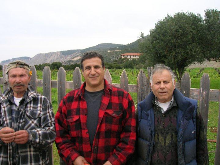 2011-03-00-Κηπουρια Κλαδεμα -Νικος- Φωτης-Χαραλαμπος